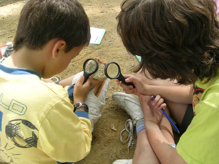 """Activitat familiar """"Fem de científics a l'Estany: descobrim el travertí"""""""