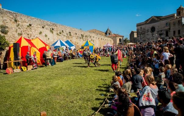 """Activitat familiar """"Tallers Fira Aloja: Fem escuts, espases i màscares medievals"""""""