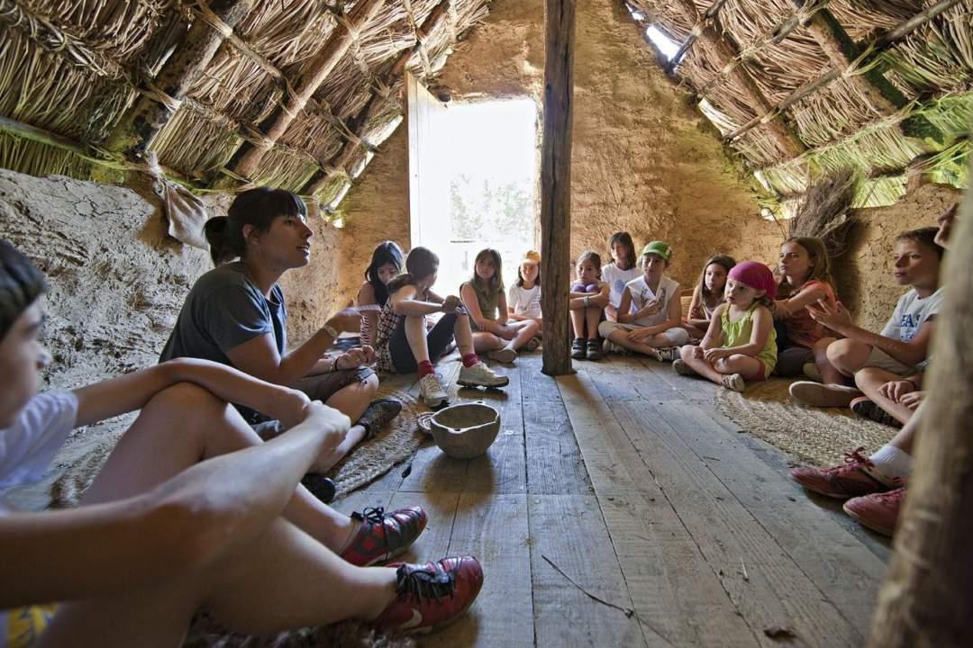 Visita guiada i demostració d'activitats neolítiques al Parc Neolític de la Draga