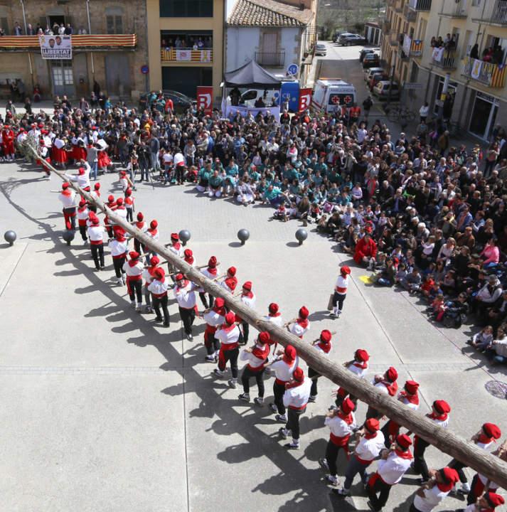 Festa Major de Cornellà del Terri - Plantada de l'Arbre de Maig i Ball del Cornut