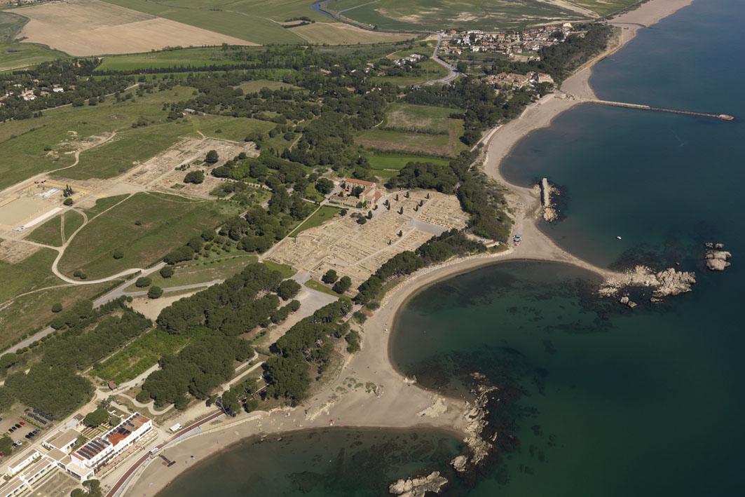 VII Cicle de conferències d'actualitat arqueològica a les comarques gironines - El nou projecte de recerca sobre les àrees portuàries d'Empúries a l'aire lliure
