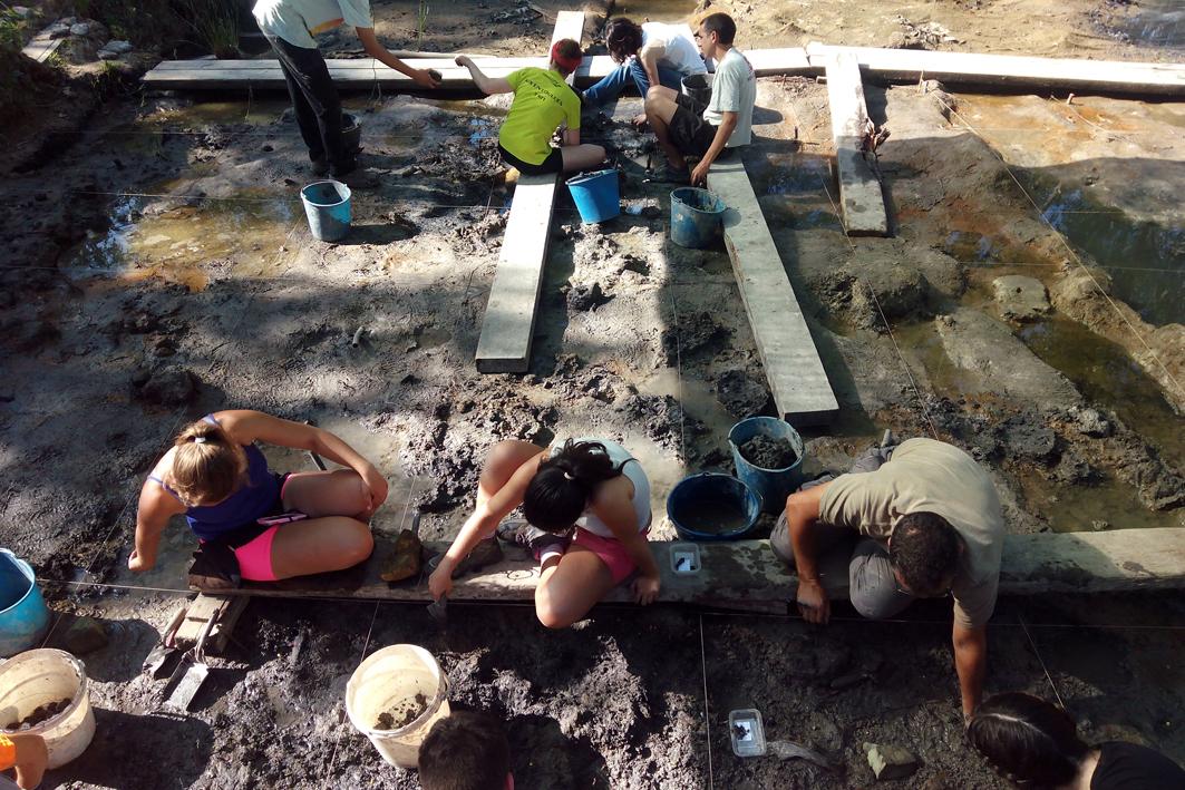 VII Cicle de Conferències d'Actualitat Arqueològica a les Comarques Gironines - El treball i la distribució dels seus productes a La Draga