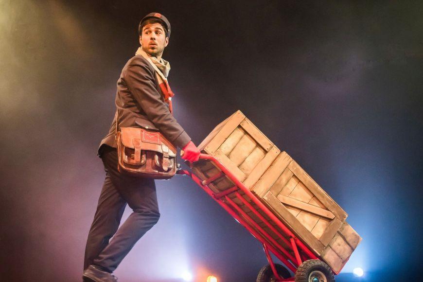 "Espectacle Familiar -""The Postman"""