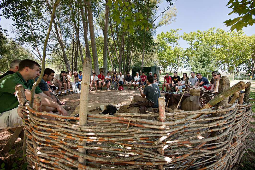 Visita guiada al jaciment neolític lacustre de La Draga i demostració d'activitats neolítiques