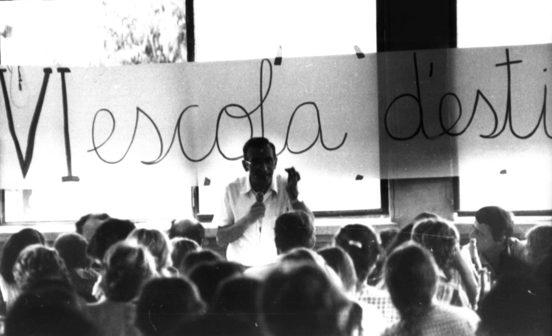 Xerrada - Les experiències de renovació pedagògica en els inicis de la transició democràtica: l'escola d'estiu