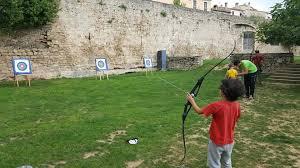 Activitat familiar - Tir amb arc a la muralla de Banyoles