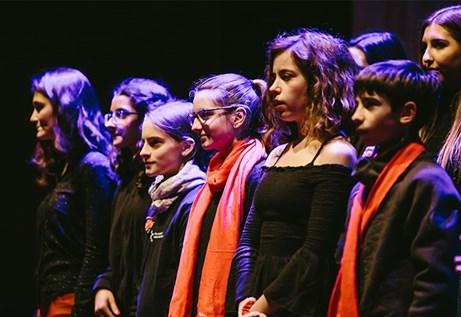 Festival (a)phònica - Veus a les places: Cor gran i alumnes de veu de l'EMMB